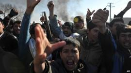 Boys protesting in Kabul (22 February 2012)