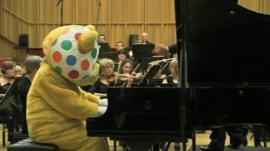 Watch Pudsey play the piano!
