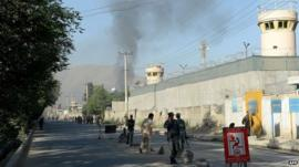Smoke rises from near entrance to presidential palace in Kabul (25 June 2013)