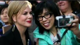 Nicole Kidman poses with a fan