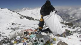 Sherpa picks up rubbish on Mount Everest