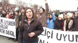 Selin Girit and crowds