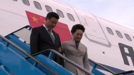 Chinese president and wife disembark from plane