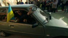 Ukrainian soldiers leaving Crimea