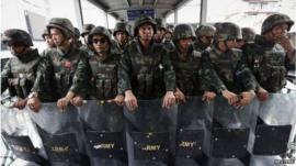 Thai troops line up in Bangkok