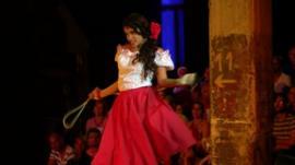 Luna Manzanares playing Carmen
