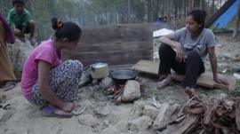 14-year-old Amirda and her sister boiling water in Nepal