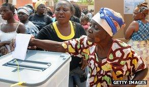 Angolan woman casts ballot in Luanda