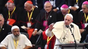 Papa Francis amehudhuria mkutano wa vijana wa dini mbali mbali katika Maxaquene Pavillion mjini Maputo, Septemba 5, 2019. - Papa tayari amewasili nchini Msumbiji.