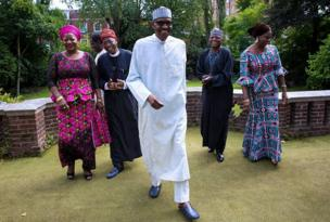 Shugaba Buhari da wasu daga cikin jami'an gwamnatinsa