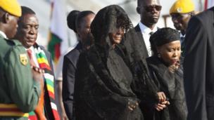 Nwunye Mugabe bụ Grace Mugabe nakwa aka na-achị Zimbabwe bụ Emmerson Mnangagwa
