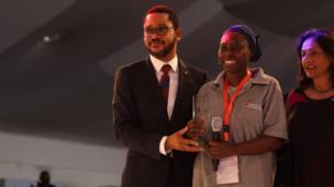 Mahassin Quadri dey collect award