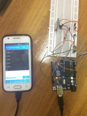 Protótipo de monitor cardíaco com aplicativo