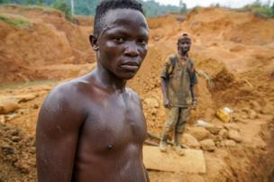 Hasan Söylemez visited gold mines in Liberia, a country renowned for its gold resources. Gold panning is a widespread activity in some areas