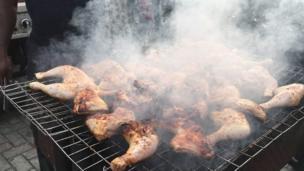 Chicken dey release plenty smoke