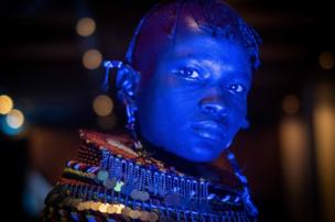 راقص من شعب التوركانا في كينيا
