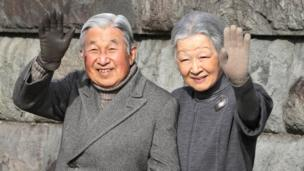 Emperor Akihito and Empress Michiko wave to locals as they take a walk on a coast near the Hayama Imperial Villa in Hayama, near Tokyo. (5 February 2016.)