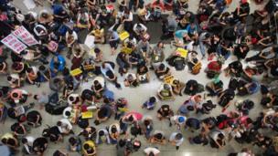 Protesta en el aeropuerto de Hong Kong