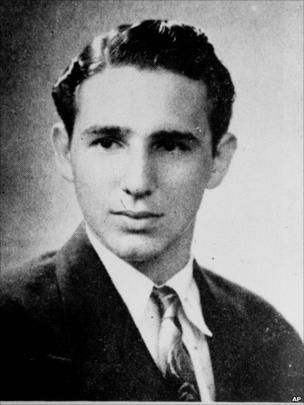 """O texto que descrevia Fidel Castro em seu livro escolar em 1945 diz: """"Estudante distinto e um ótimo atleta. Muito popular. Vai estudar direito e não temos dúvida de que terá um futuro brilhante"""""""