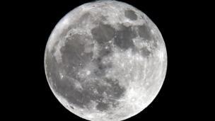 bulan super, prancis