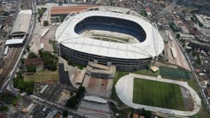"""Вид с высоты птичьего полета на стадион """"Энженьян"""", известный также под именем Стадион Нилтона Сантоса"""