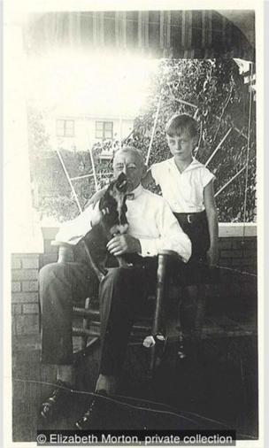 1932年12月,7岁的高栗和外祖父贾维在佛罗里达州布雷登顿。