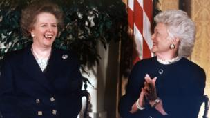 First Lady Barbara Bush (R) applauds after former British Prime Minister Margaret Thatcher (L) received the Presidential Medal of Freedom from US President George Bush in a White House ceremony 07 March 1991