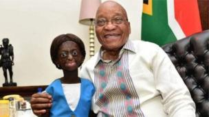 Les Sud-africains ont rendu hommage mercredi à Ontlametse Phalatse, une jeune femme atteinte de Progeria, un trouble génétique rare qui cause un vieillissement prématuré.