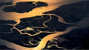 مجموعة من الأنهار.