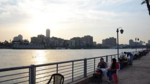 Coucher du soleil sur les rives du Fleuve Nil.
