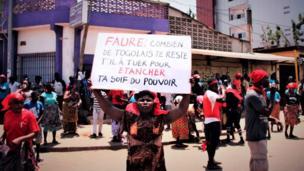 Togo : les manifestations de l'opposition continuent malgré l'interdiction du gouvernement faisant plusieurs morts.