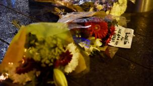 Flowers laid on Westminster bridge