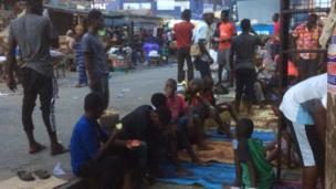 Yadda wasu al ummar Ghana suke buda baki a ranar farko ta azumin watan Ramadan