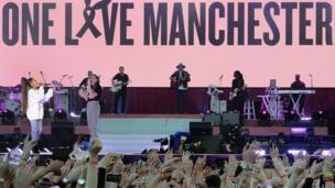 """أريانا غراندي تحيي حفلا خيريا لأقارب ضحايا هجوم مانشستر تحت شعار """"حب واحد هو لمانشستر"""""""