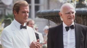 Le 3ème des James Bond (en costume blanc) est celui qui ressemble le plus à la description du personnage faite par son auteur Ian Flemming.