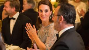 剑桥公爵夫人与让·雷诺交谈