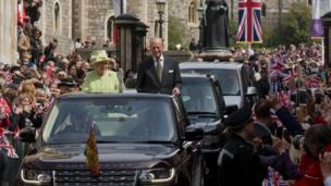 Queen and Duke of Edinburgh wave to crowds from car