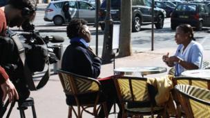 Rosine Nahounou sympathisante du Front national répond aux questions de l'équipe de BBC Afrique