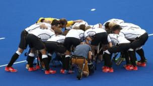 """Team Germany in a huddle before their match against Indian during the men""""s Field Hockey game of the Rio 2016 Olympic Games at the Olympic Hockey Centre in Rio de Janeiro, Brazil, 08 August 2016"""