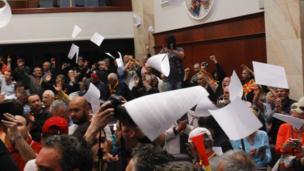 Makedon meclisinde arbede.