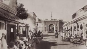১৮৭৫-৭৬ এর ছবি।
