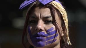 وقفة احتجاجية في الارجنتين بمناسبة اليوم العالمي للقضاء على العنف ضد المرأة.