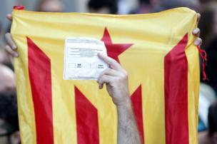Barcelona protestolarında oy pusulası