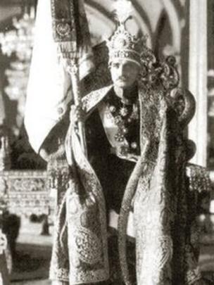 رضاشاه در ۴ اردیبهشت ۱۳۰۵ خورشیدی در تهران تاجگذاری کرد