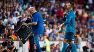 Ronaldo walks off