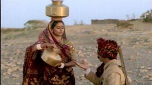નસીરૂદ્દીન શાહ સાથે મિર્ચ મસાલા ફિલ્મમાં સ્મિતા પાટિલ