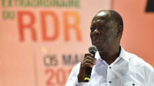 S'appuyant sur la nouvelle Constitution ivoirienne, le président Alassane Ouattara n'écarte pas la possibilité d'un 3ème mandat en 2020. Il l'a déclaré cette semaine. C'était la première fois depuis l'adoption par référendum le 30 Octobre 2016 de la nouvelle Constitution ivoirienne, qu'Allasane Ouattara se prononce sur sa volonté ou non de rester à la tête de la Côte d'Ivoire.