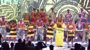 Pipo wey dey sing for di African Drum 2019 festival
