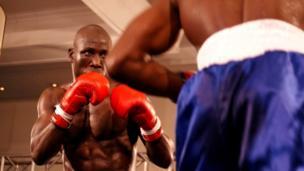 Mkenya Dennis 'Bilabong' Okoth akimenyana na Mtazania Shadrack Ignas kitengo cha super lightweight.