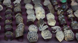 Des bijoux authentiques vendus dans les rues de la capitale égyptienne.
